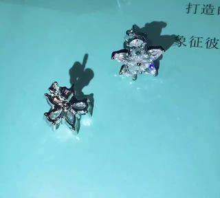 iffany 人気商品 ピアス 国内発送