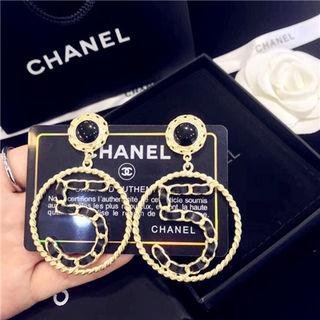 大人気Chanelイヤリング