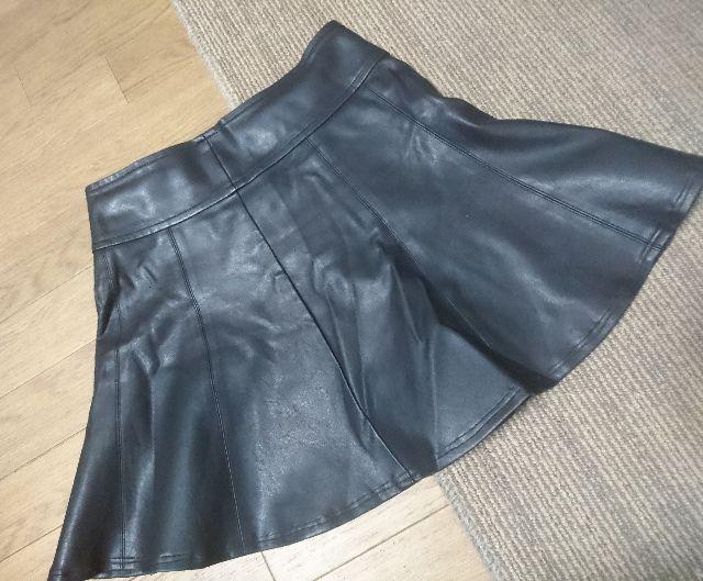 FOREVER21ブラックフェイクレザーAラインスカート