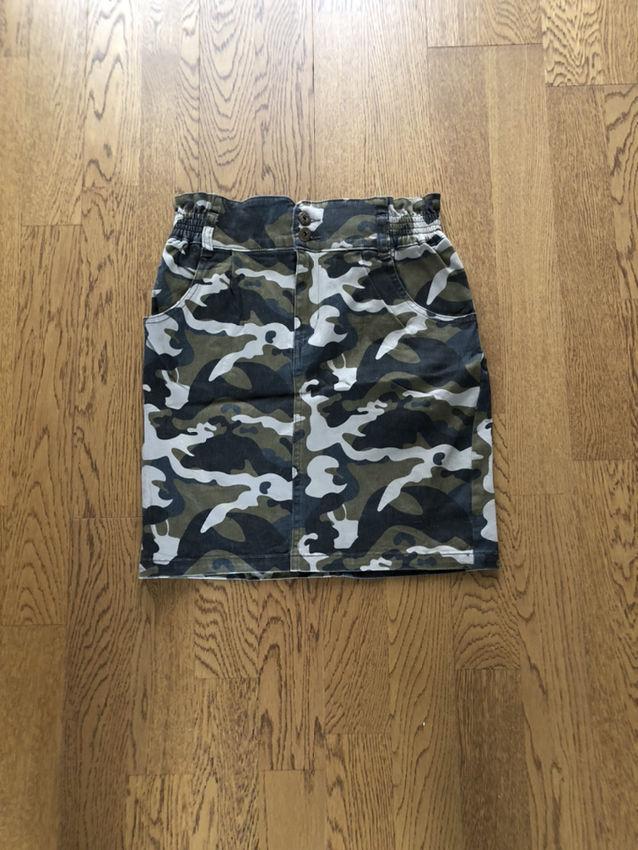 しまむら迷彩柄スカート