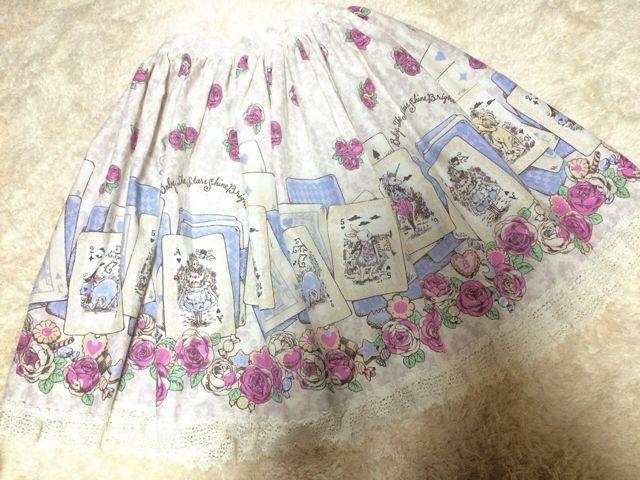 BABY 薔薇咲く夜に訪れる不思議な物語スカート