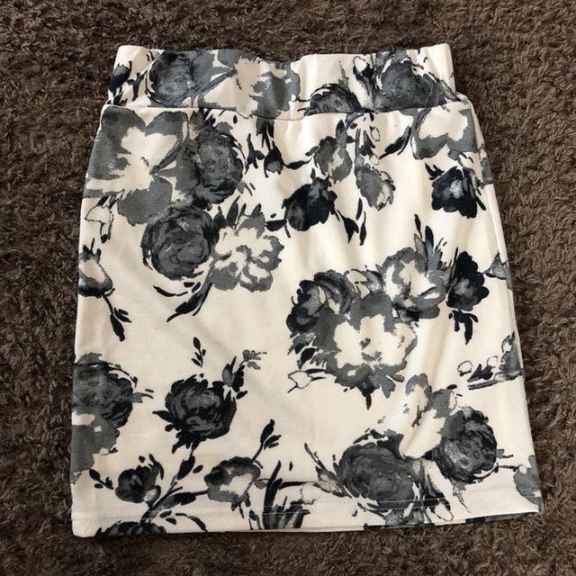 白 グレー 花柄 タイトスカート - フリマアプリ&サイトShoppies[ショッピーズ]