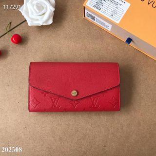 国内発送。注目された美品。新作財布