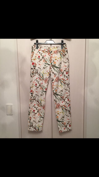ザラ 花柄パンツ