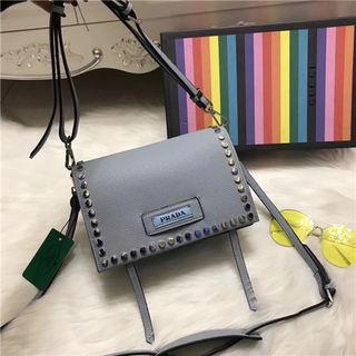 人気新品Prada ショルダーバッグ