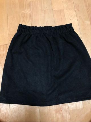 黒のスカートです