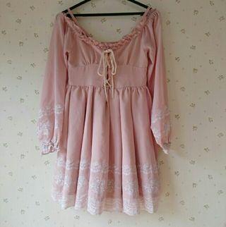 リズリサピンク刺繍ワンピ