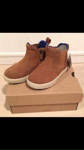 新品 冬の靴といえば!UGG アグ 幼児用 16cm