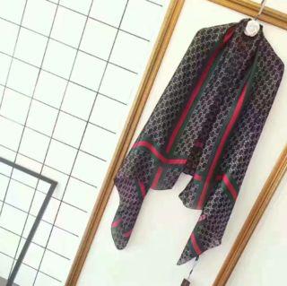 経典的美品!大人気 レディーススカーフ