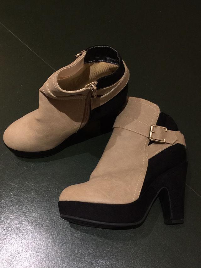 【新品】ブーティー ブーツ ツートンカラー ベージュ 黒(ノーブランド ) - フリマアプリ&サイトShoppies[ショッピーズ]