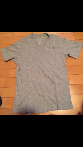 無印良品 グレーTシャツ