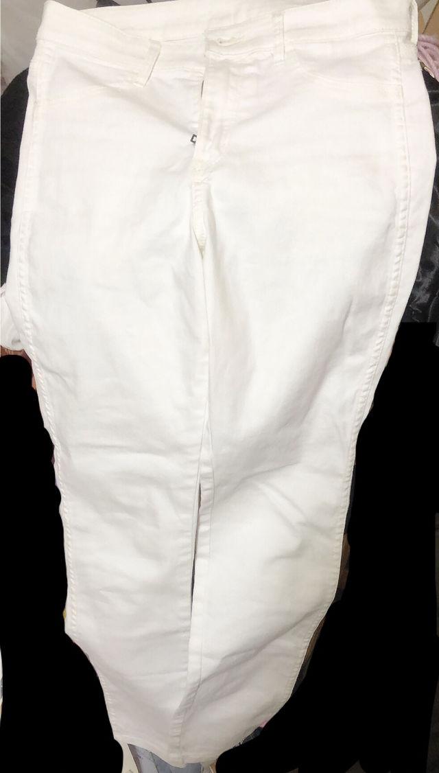 H&M ホワイトジーンズ(H&M(エイチアンドエム) ) - フリマアプリ&サイトShoppies[ショッピーズ]