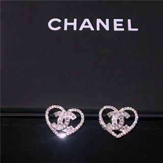 Chanelシャネル可愛い(両耳用)ピアス 人気 プレゼント