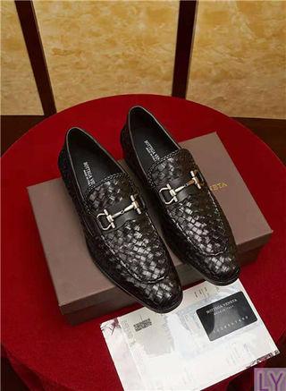 大人気BOTTEGA革靴