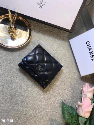 超人気美品。国内発送。財布