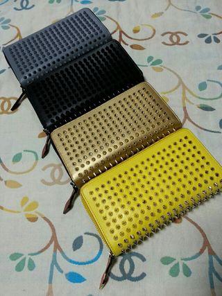 ルブタンジッピー長財布どれか1つ