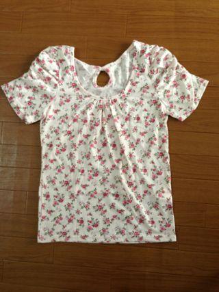 送料込み Magender花柄Tシャツ