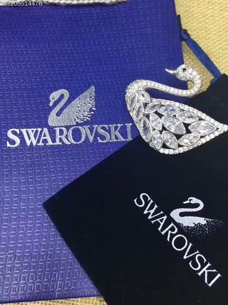 ファッション SWAROVSKI ブローチ