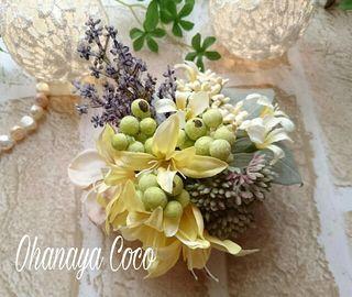 セダムと小花とグリーンのコサージュ No013