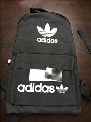 人気美品 Adidasバッグ    一つだけ 値下げ