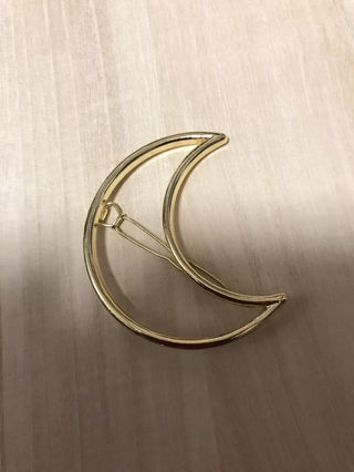 月のヘアピン
