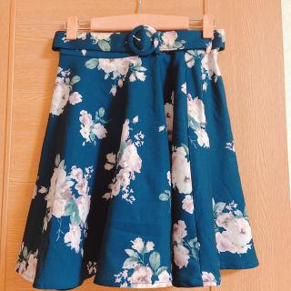イング 藍色の花柄ベルトスカート