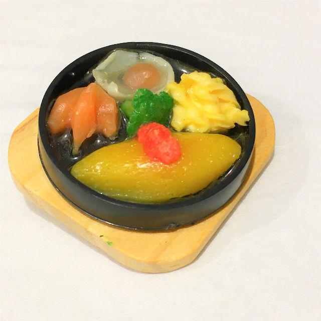 ミニチュア食品サンプル(グルメバッジ/ブローチ)オムライス