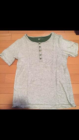 GAP グレーTシャツ