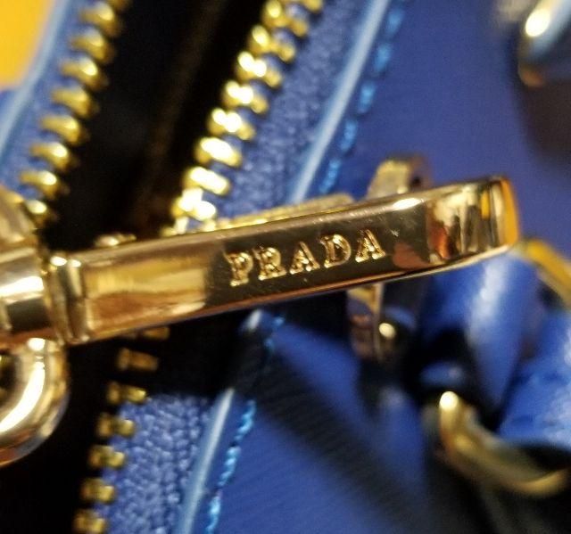 PRADA プラダ サフィアーノ ネイビー