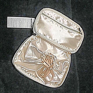 新品 タグ付きODDTTE 大きめ 巾着付きポーチ