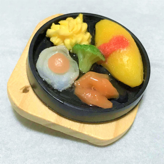 ミニチュア食品サンプル(バッジ/ブローチ)オムライスプレート