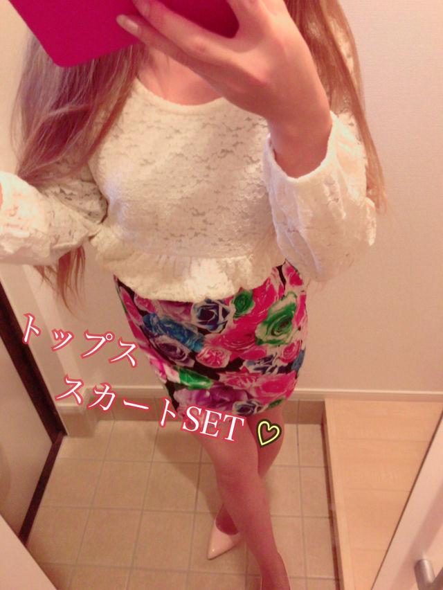 ペプラムトップス×薔薇柄スカートSETコーデ