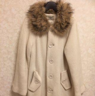 Aラインの白コート