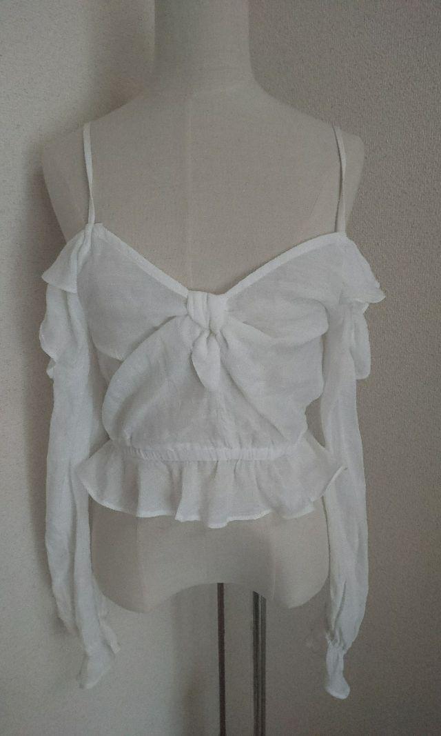 H&Mホワイト肩だしフリルカットソー