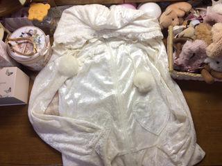 LIZLISA ベロアのファーボンボンつきパーカーホワイト
