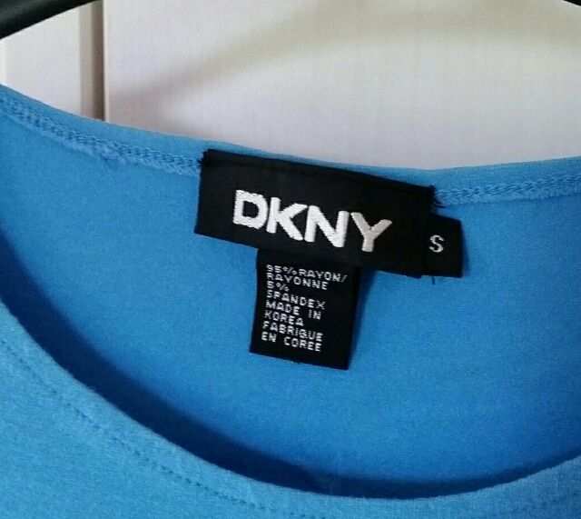 DKNYのTシャツ