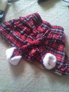 冬の定番赤色チェック柄スカート