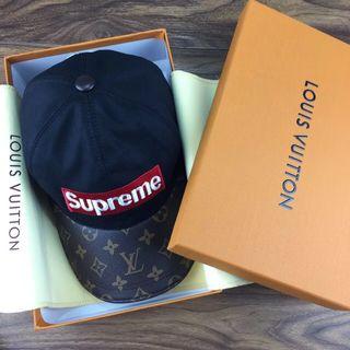 Supreme (シュプリーム)
