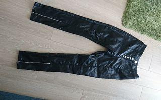 H&Mブラックメタリック調前裾ファスナースキニーパンツ