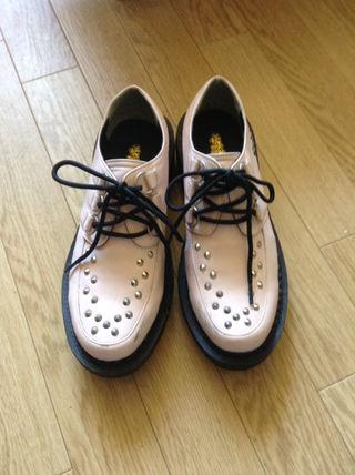 ピンクラテの厚底靴
