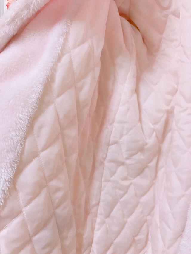淡いピンクのボアコート