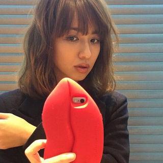 優木まおみ定価1,500円派手カワiPhoneケース