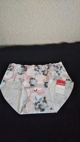 新品タグ付きTriumph 花柄ショーツ ピンク