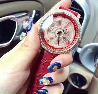 新品送料込み最安値芸能人愛用グルグル時計