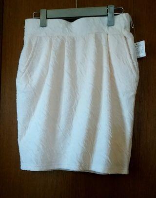 オフホワイト膝丈スカート