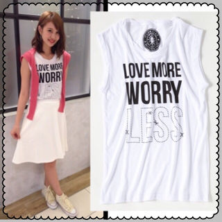 新品】Avan LilyWORRY LESS Tシャツ
