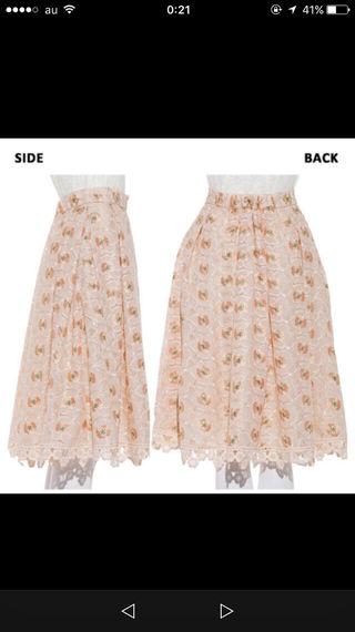 新品 レア lily brown お花刺繍スカート