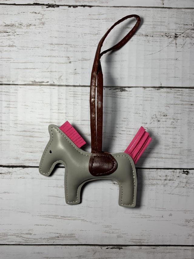 ロデオ ホース チャーム 馬 グレー レザー 革 バッグ