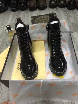 2017国内発送 人気新品ブーツ