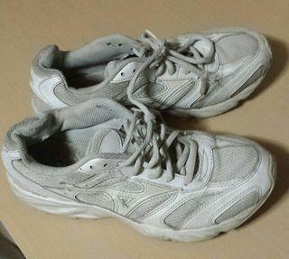 白靴 ミズノ